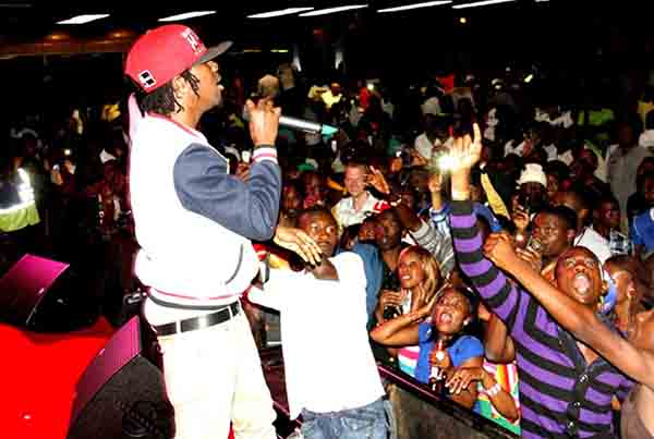 Popcaan-performing-live-in-zimbabwe